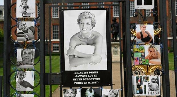 Lady Diana, una statua (davanti a Harry e William) per la principessa del popolo. Che oggi avrebbe compiuto 60 anni