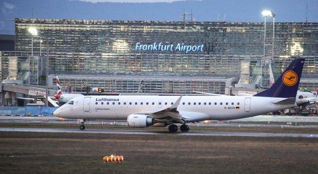 Coronavirus, British Airways e Lufthansa cancellano i voli per la Cina. Air France li riduce