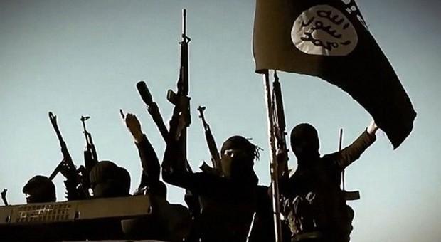 Isis, allarme in Sicilia: terroristi nascosti tra migranti, la Procura apre un'inchiesta