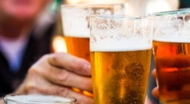 Birra, «bere fino a sei pinte può ridurre malattie cardiovascolari»: lo studio dell'University College di Londra