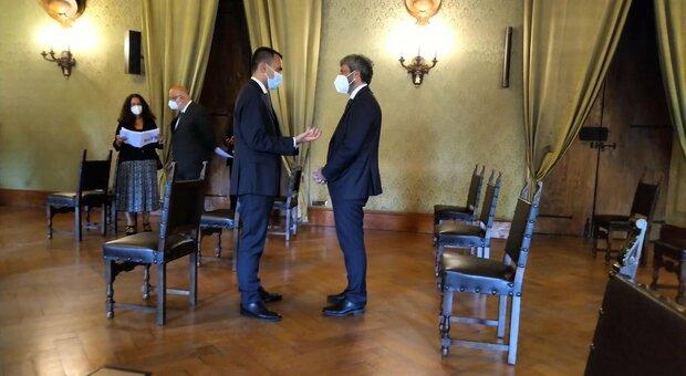 Conte-Grillo, Di Maio media, Toninelli: «Votiamo su Rousseau»