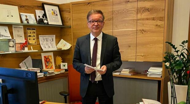 Austria, il ministro della Salute si dimette: «Sono esaurito, non ce la faccio più»