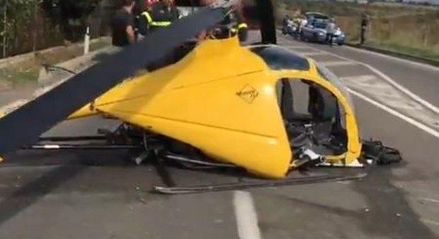 Cagliari, elicottero precipita sulla statale centrando auto in transito: un ferito grave