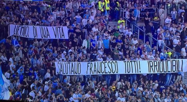 Gli Irriducibili Scrivono A Totti Mai Avremmo Permesso Alla Lazio Di Comportarsi Come La Roma Ha Fatto Con Te