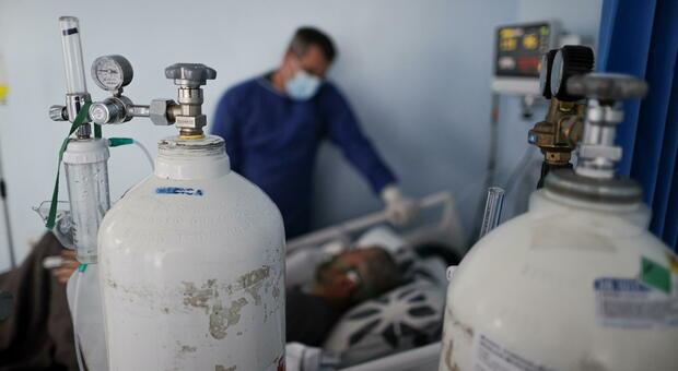 Vaccinati: il tasso di ricoveri in terapia intensiva per gli over80 è 15 volte più basso