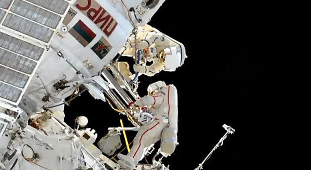 Stazione spaziale Iss, i cosmonauti trovano altre crepe nel modulo più vecchio dell'astronave