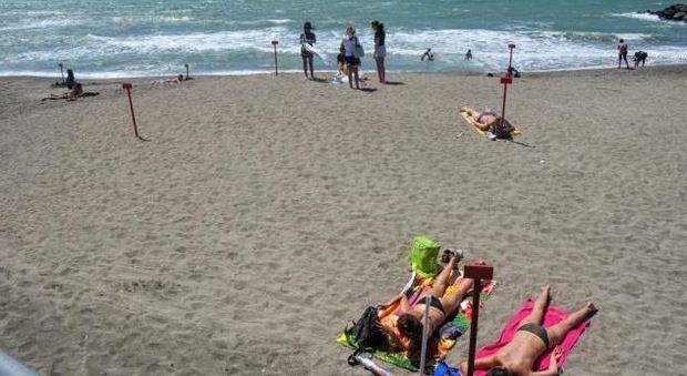 Ostia, spiagge vuote nel primo week end di giugno. Un ragazzo ferito sugli arenili gestiti dal Campidoglio
