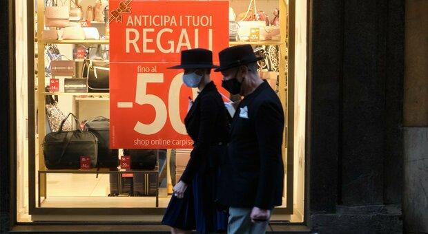 Roma, negozi apertura anticipata, Campidoglio prepara il cambio di orario: serrande alzate alle 9