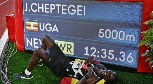 """Record mondiale sui 5mila, l'ugandese Cheptegei cancella Bekele di 2"""". Dal Molin quinto"""