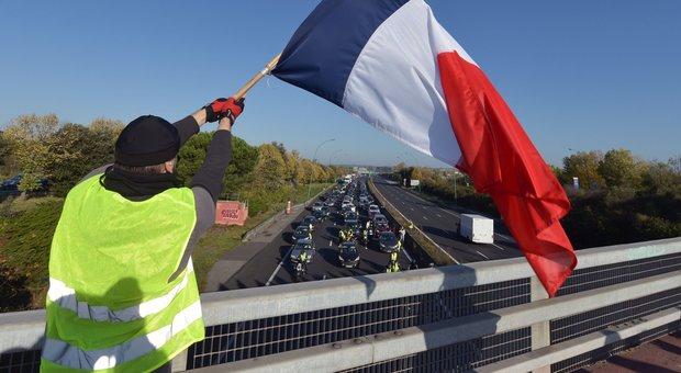 Gilet Gialli, cosa vuole il movimento anti-Macron che nasce dal web