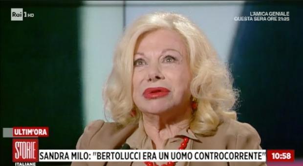 Bernardo Bertolucci, Sandra Milo piange in diretta: «Con lui scompare un mondo»