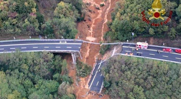 Viadotto crollato, 15mila metri quadri di fango ancora in bilico