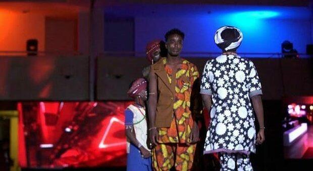 I pantaloni, un capo rivoluzionario: niente più frustate in Sudan se si indossano. Ora vanno in passerella in una sfilata unisex