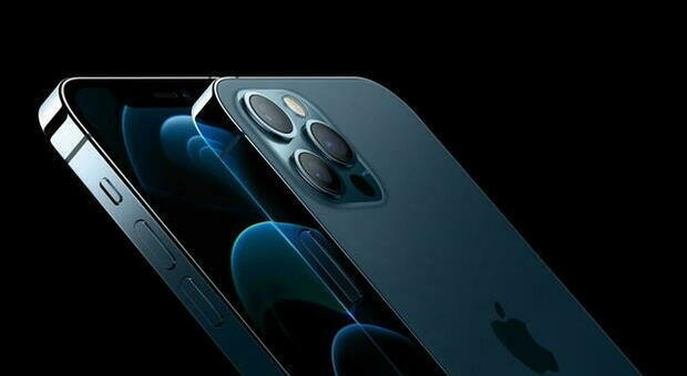 Iphone, Apple pagherà gli utenti per il problema della batteria