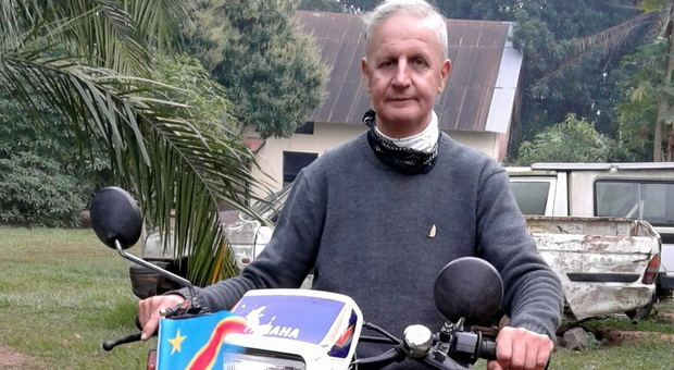 Dalle guerre del Congo alla pandemia, la storia di don Sergio: «Intere zone senza strade, portavo la fede spostandomi in moto»
