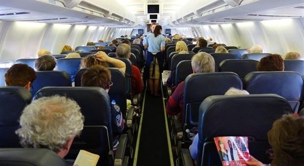 Virus, gli aerei voleranno pieni, in arrivo deroghe per i bus