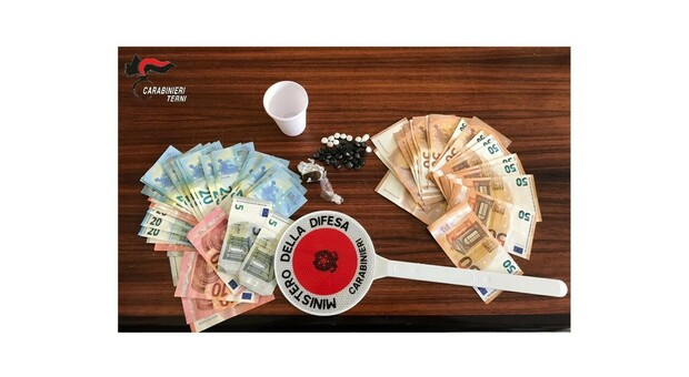 Terni, Spacciava in casa droga per tutti i gusti: arrestato un tunisino