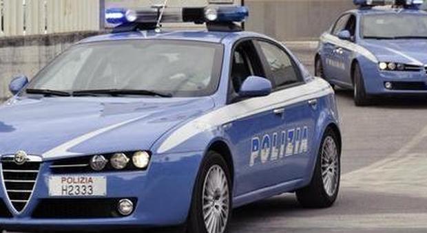 Lancia il martello contro il cittadino detective che a Foligno l'ha scoperto mentre ruba Ventenne arrestato dalla polizia per rapina