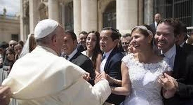 Francesco Dell Uomo Matrimonio : Papa francesco elogia il matrimonio ma se la coppia è infelice è
