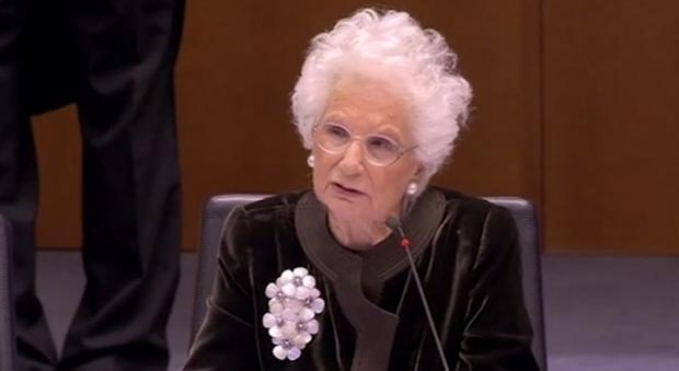 Liliana Segre, ovazione a Bruxelles: «Antisemitismo, in politica c'è chi ne approfitta»