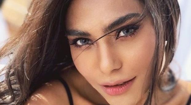 La modella Zara Abid muore nello schianto dell'aereo a Karachi: la profezia dell'ultima foto su un elicottero