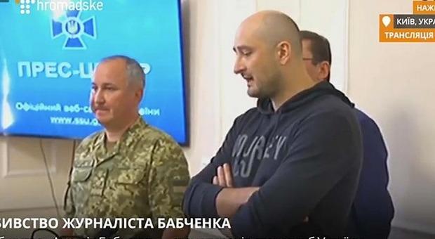 Babchenko è vivo, il giornalista russo dato per morto si presenta in conferenza stampa