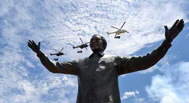 Mandela, a Pretoria statua di 9 metri di Madiba con le braccia tese al popolo