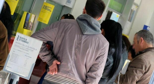 Reddito di cittadinanza, trucco degli stranieri scoperto dalla Finanza: 239 denunciati a Roma, Milano, Napoli, Torino