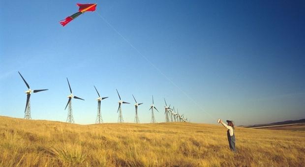 Pale eoliche, tra le fondi di energia rinnovabile, uno dei pilastri della strategia sostenibile dell'italia