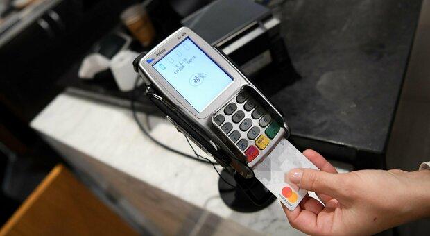 Cashless Italia, piano del governo a Natale: date e rimborsi (sino a 150 euro), tutto quello che c'è da sapere