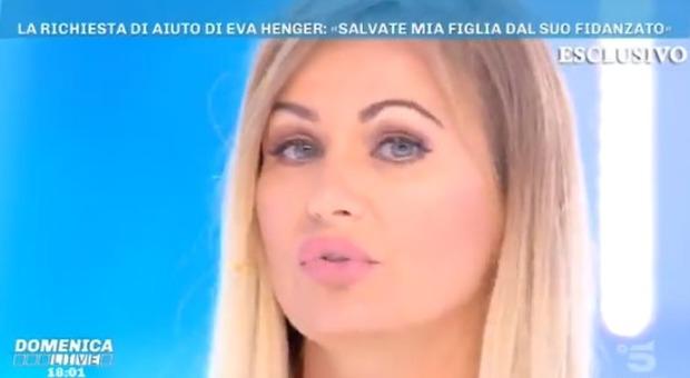 Eva Henger denuncia il fidanzato della figlia: «La picchia e la sta allontanando dalla famiglia»