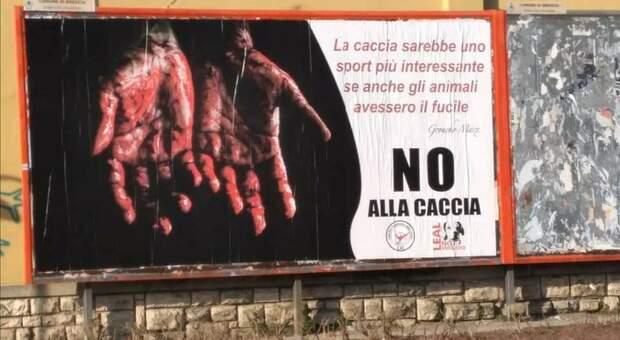 Uno dei cartelloni comparsi nel Bresciano