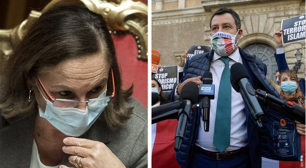 Lamorgese: «Decreti Salvini hanno creato insicurezza. Nizza? Nessuna colpa». Il leader Lega: «Si dimetta»