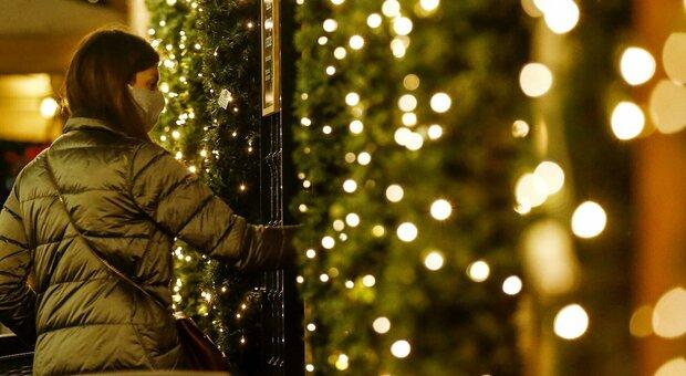 Natale a Roma, orari no-stop per i negozi: «Ma non in caso di ressa»