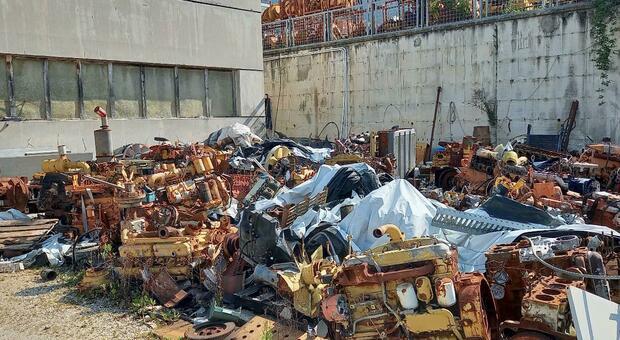 Sequestrato deposito incontrollato e stoccaggio non autorizzato di rifiuti speciali anche pericolosi
