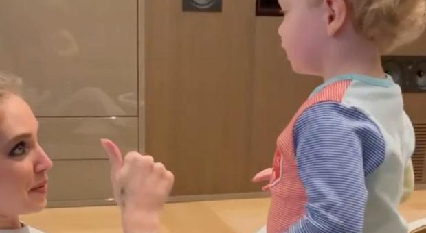 Chiara Ferragni mostra il pancione a Leone, il gesto inaspettato del bimbo spiazza tutti: «Che fa?»