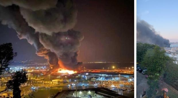 Ancona, maxi-incendio al porto: «Chiuse tutte le scuole e i parchi, evitate spostamenti». Ipotesi corto circuito
