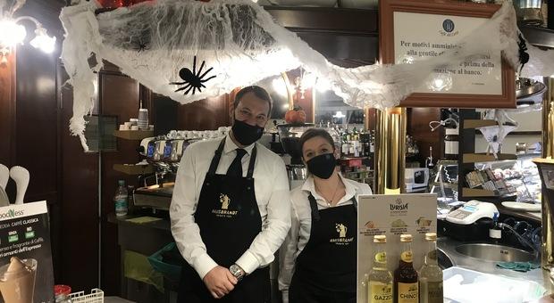 Terni, niente festa di Halloween, Fatale: «Divieto implicito nel Dpcm» I baristi: «Le nostre vetrine addobbate sono una speranza»