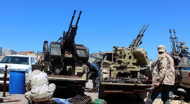 Libia, le forze di Haftar entrano a Sirte: «Scontri tra forze governative e gruppi di miliziani»