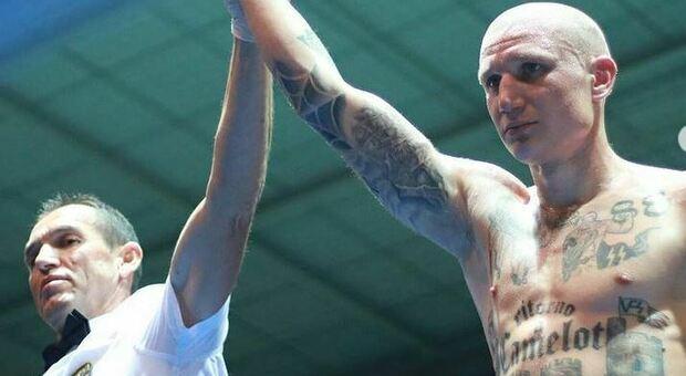 Michele Broili, il pugile con i tatuaggi nazisti: polizia giudiziaria al lavoro