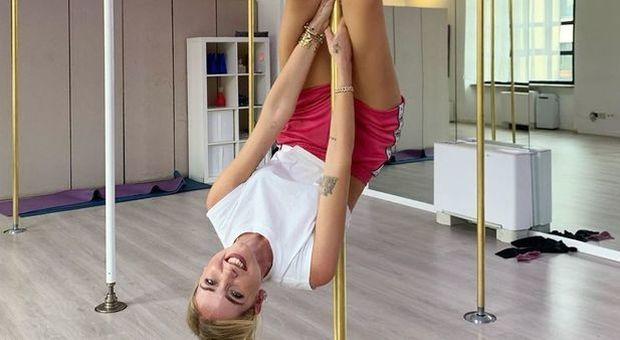 Chiara Ferragni e la pole dance: le prove sono tutte da ridere