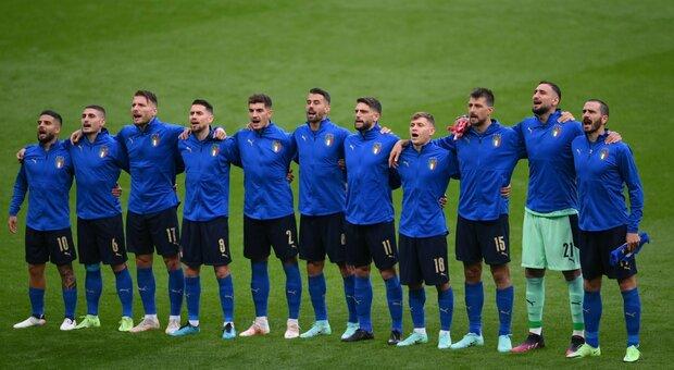 Euro 2020, l'associazione calciatori con l'Italia: «Inginocchiarsi? Basta diffamare gli azzurri, non siamo razzisti»