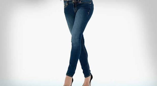 """wholesale dealer f91f2 4b30c Mal di schiena, """"colpa"""" di jeans attillati e scarpe aperte"""