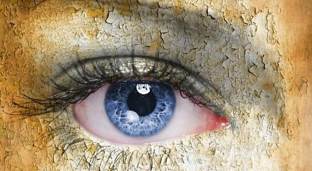 Coronavirus isolato nelle lacrime: la scoperta dello Spallanzani. Rezza (Iss): occhi porta di ingresso e uscita del Covid