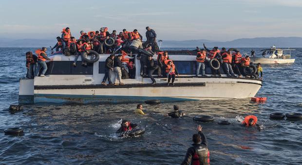 Migranti, in Grecia una barriera galleggiante di 2,7 km per fermare gli sbarchi
