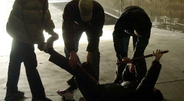 Disabili presi a bastonate, calci e pugni e filmati con i telefonini: fermati 3 giovani a Licata