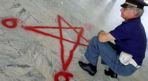 Setta satanica a Firenze. «Sono il diavolo», così il capo di 23 anni costringeva minorenni a stupri di gruppo