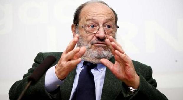 Umberto Eco attacca i social: «Internet ha dato diritto di parola agli imbecilli»
