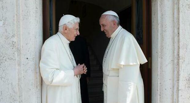 Papa Francesco attaccato dai tradizionalisti francesi: «Messa in latino, cancellata brutalmente la promessa di Ratzinger»