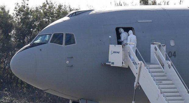 Coronavirus, un italiano ha la febbre e resta a Wuhan: bloccato prima di salire sull'aereo